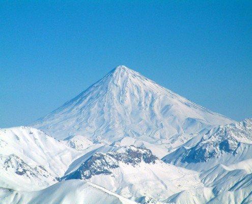 کوه دماوند در زمستان