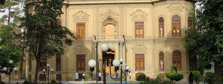 نمایی از ساختمان موزه آبگینه و سفالینه، خیابان 30 تیر