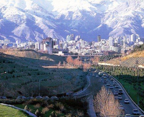 نمایی از برجهای منطقه یک تهران از بزرگراه مدرس