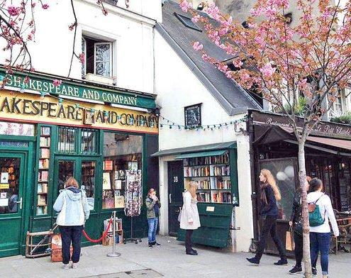 کتاب فروشی شکسپیر و شرکا در پاریس